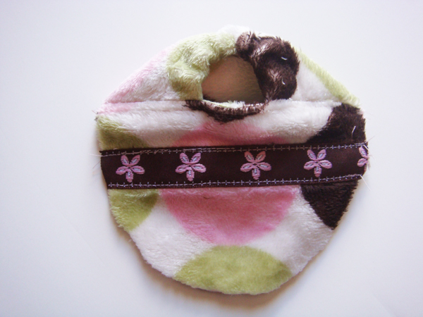 http://thediymommy.com/wp-content/uploads/2009/06/Soft-Baby-Slippers-4.jpg