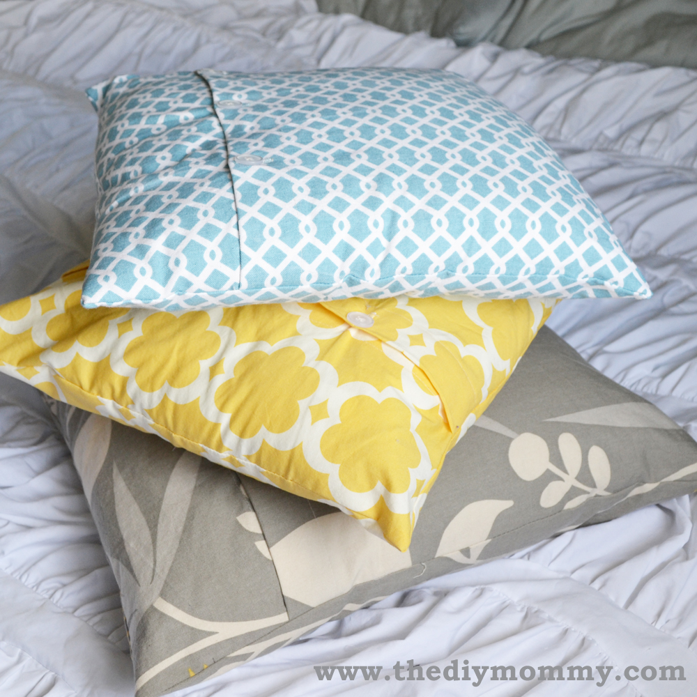 A free tutorial on how to make a DIY throw pillow cover with buttons The DIY Mommy