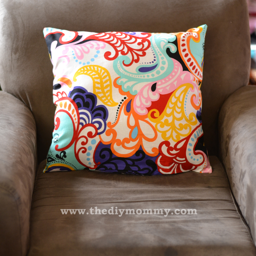 Sew Throw Pillows the Easy Way by The DIY Mommy