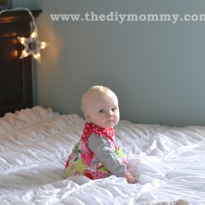 DIY Christmas Photo Backdrop with Twinkle Lights by The DIY Mommy