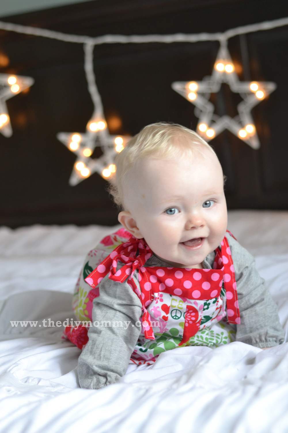 Make A DIY Christmas Photo Backdrop With Twinkle Lights By The Mommy
