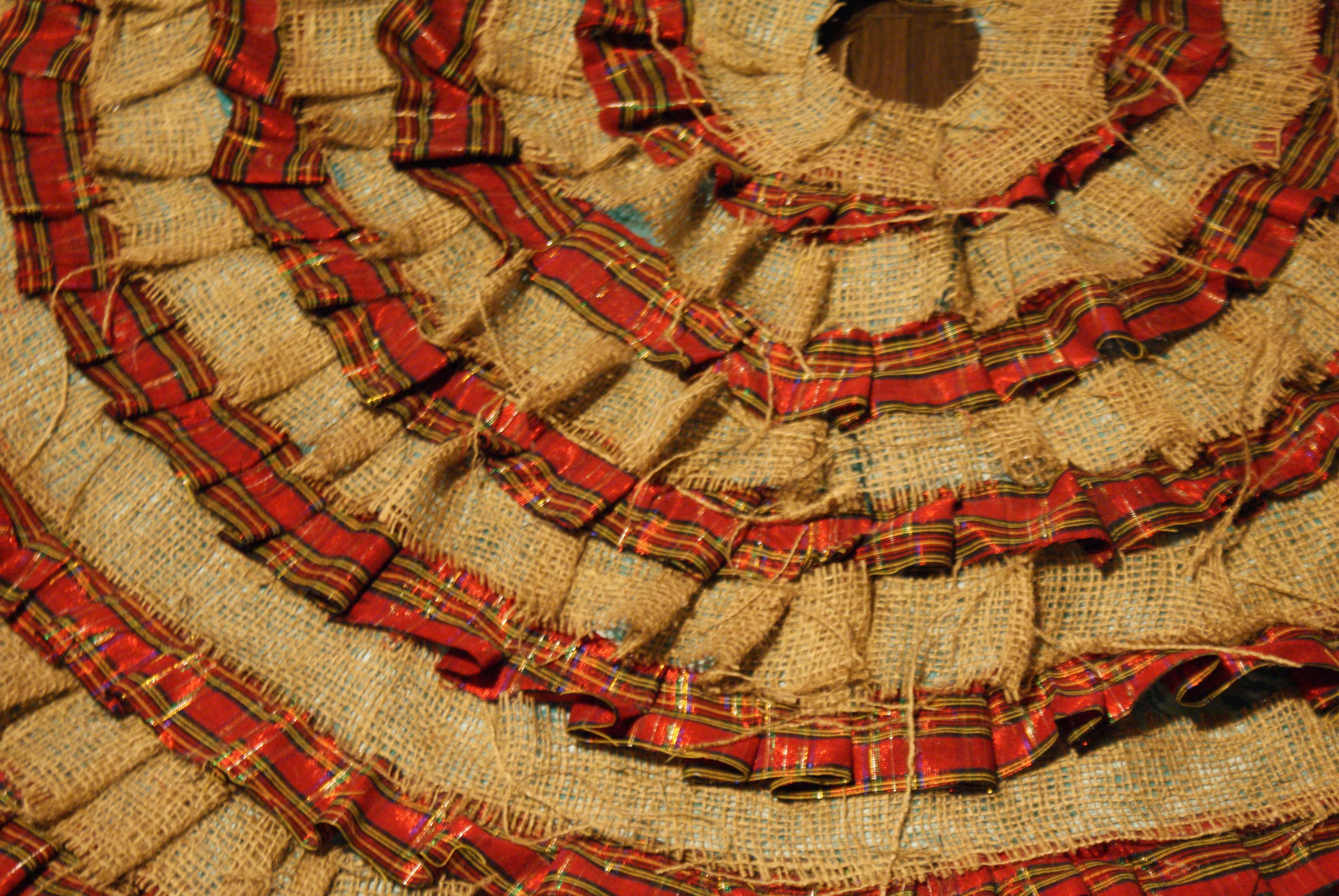 Make a No-Sew Ruffled Christmas Tree Skirt   The DIY Mommy