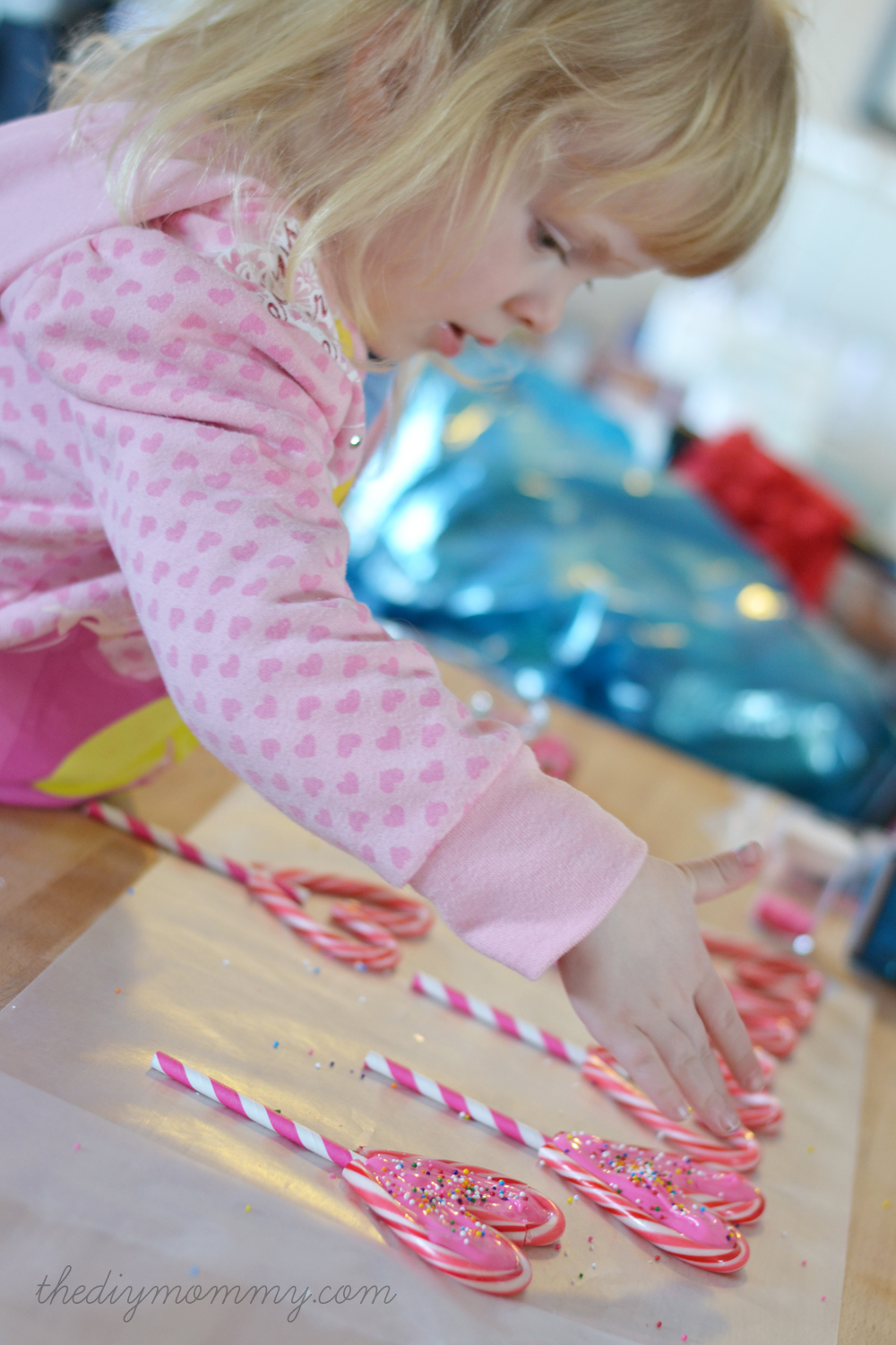 Make Candy Cane Heart Lollipops by The DIY Mommy