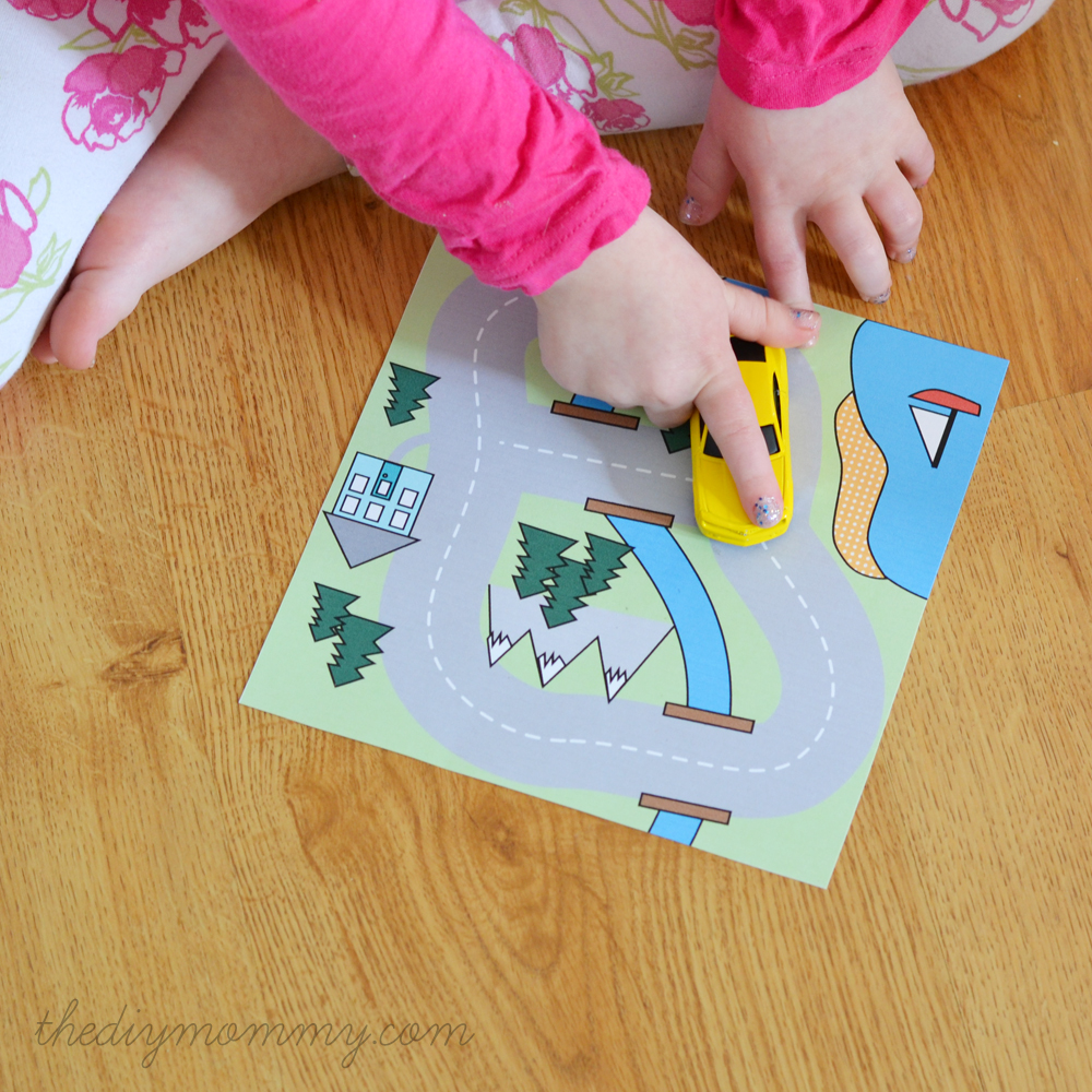 Make a Mini Road Map Busy Bag - Free Printable | The DIY Mommy