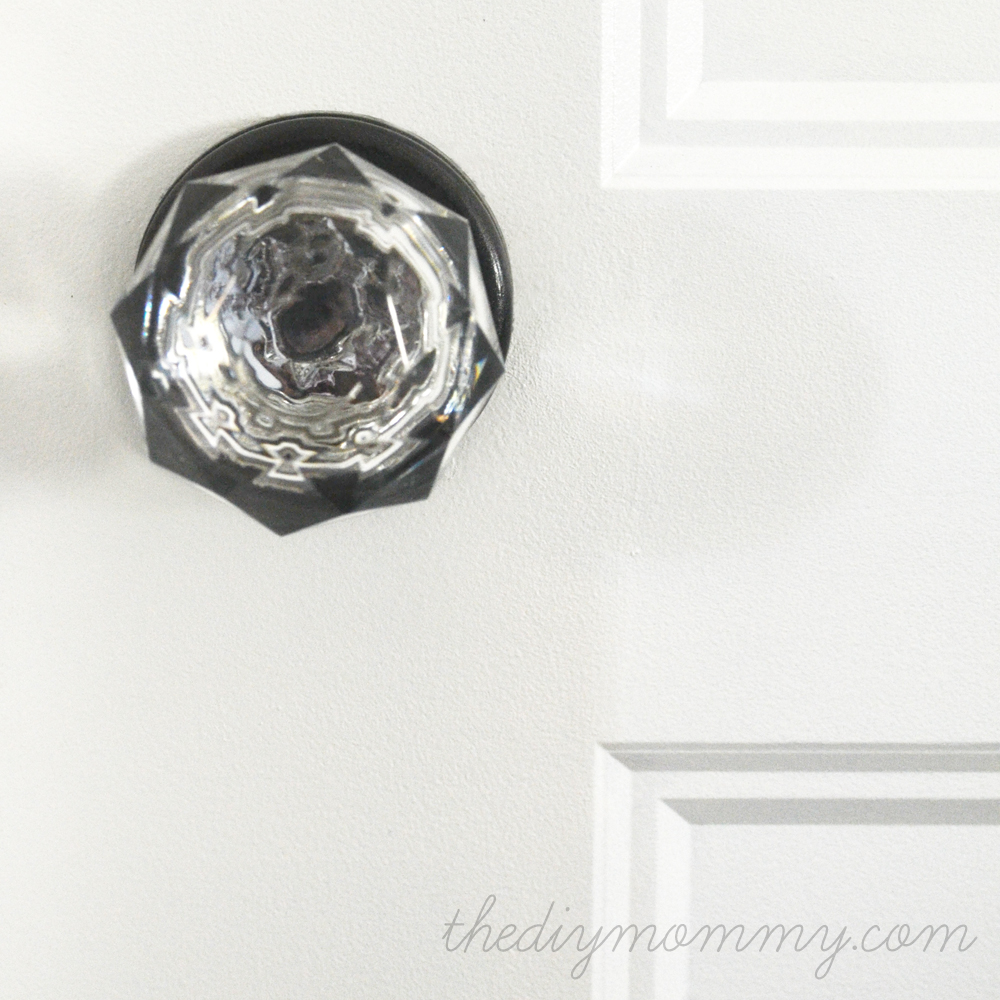 Spray Paint a Door Knob: A Cheap & Easy Update | The DIY Mommy