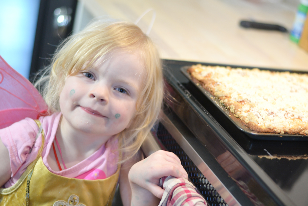 German Baking: Apple Crumb Cake - The DIY Mommy