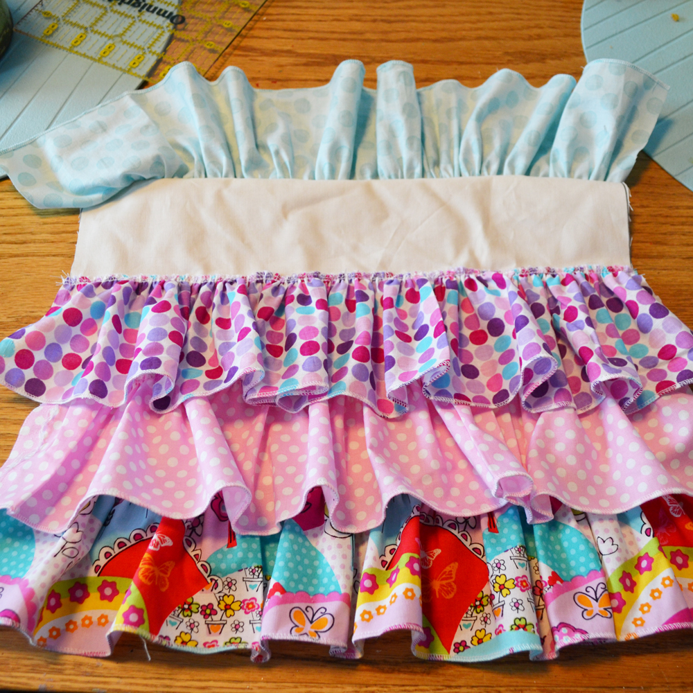 DIY Ruffled Kid's Apron - The DIY Mommy