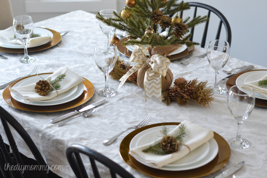 Simple Gold & Natural Christmas Table by The DIY Mommy
