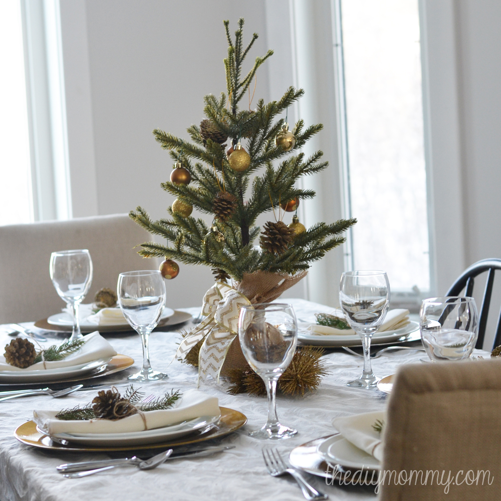 A simple gold natural christmas table the diy mommy for Simple table setting