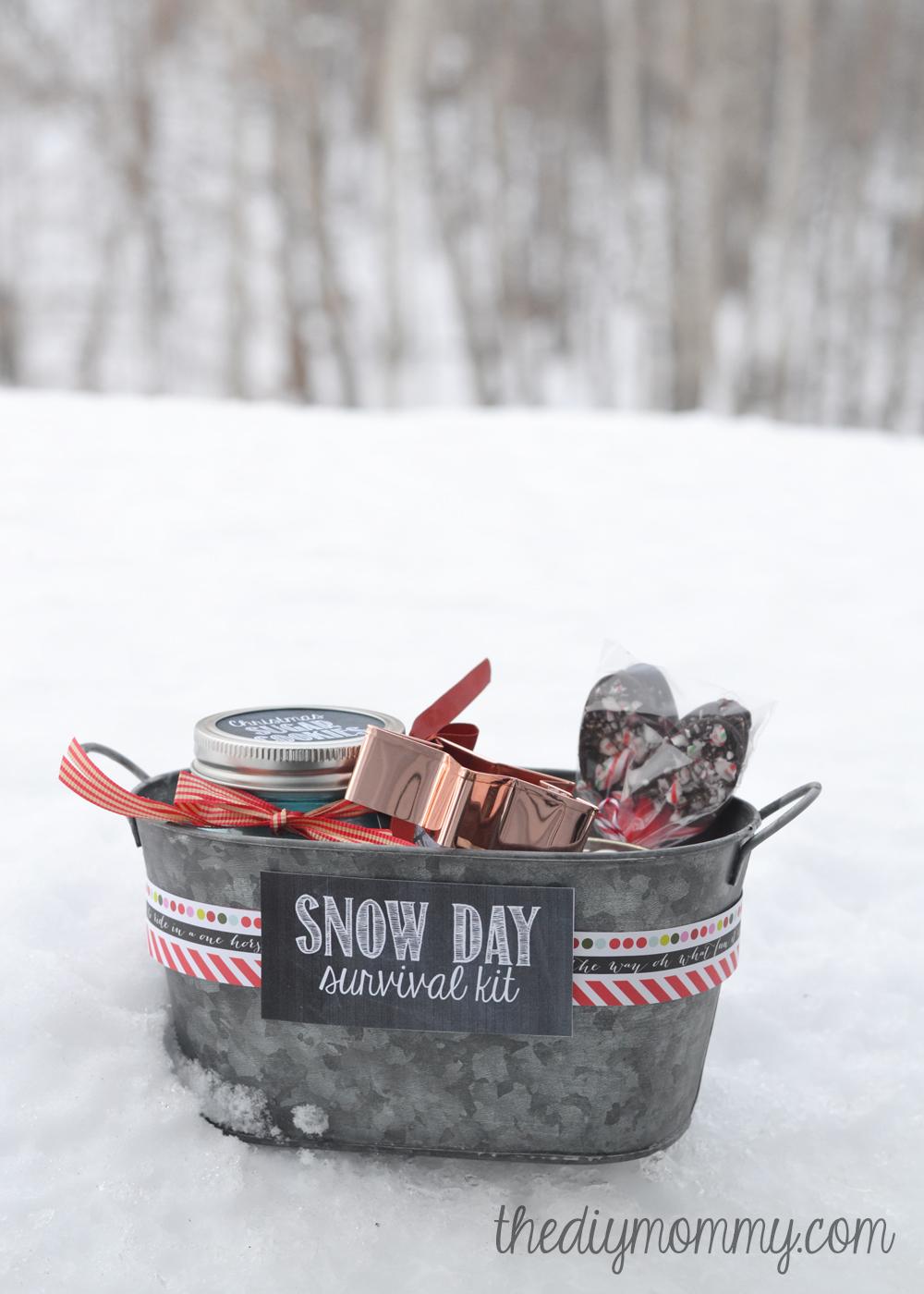 8cbb7e3ab6253 DIY Snow Day Survival Kit Christmas Gift - sugar cookies in a jar