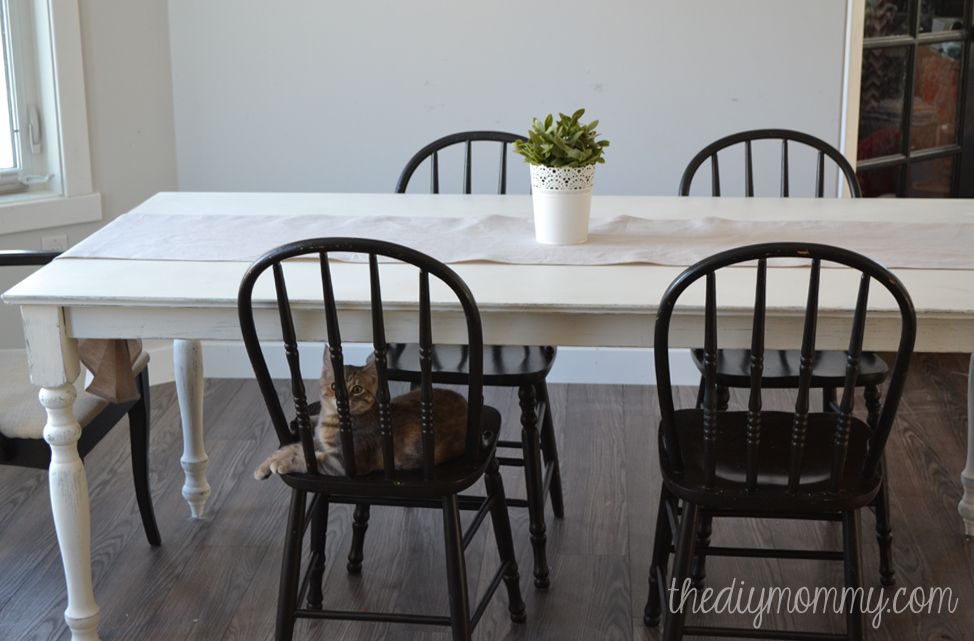 shabby chic farmhouse table with diy chalk paint - Distressed White Kitchen Table