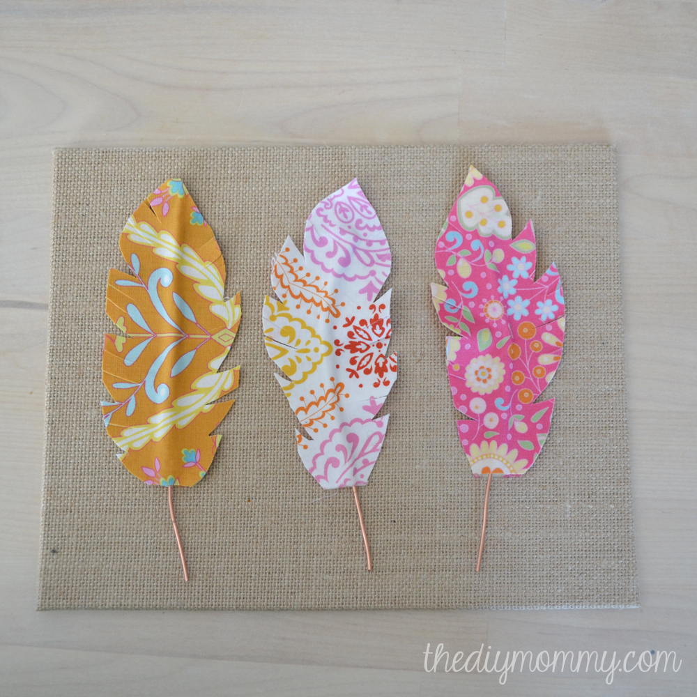 Stunning DIY Fabric Feather Wall Art just use wire fabric u some Heat u