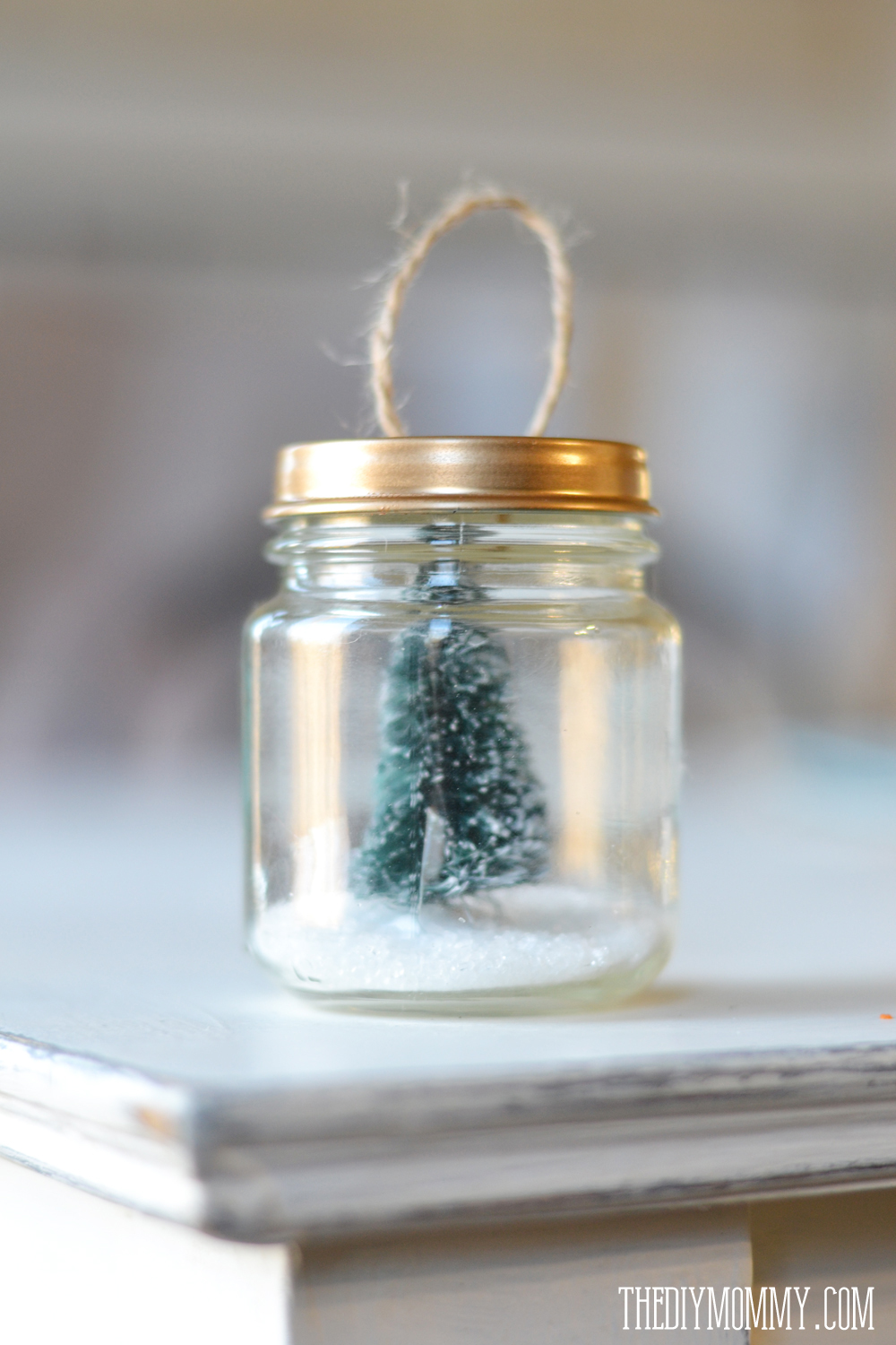 DIY Christmas Ornaments: Christmas trees & faux snow in a baby food jar!