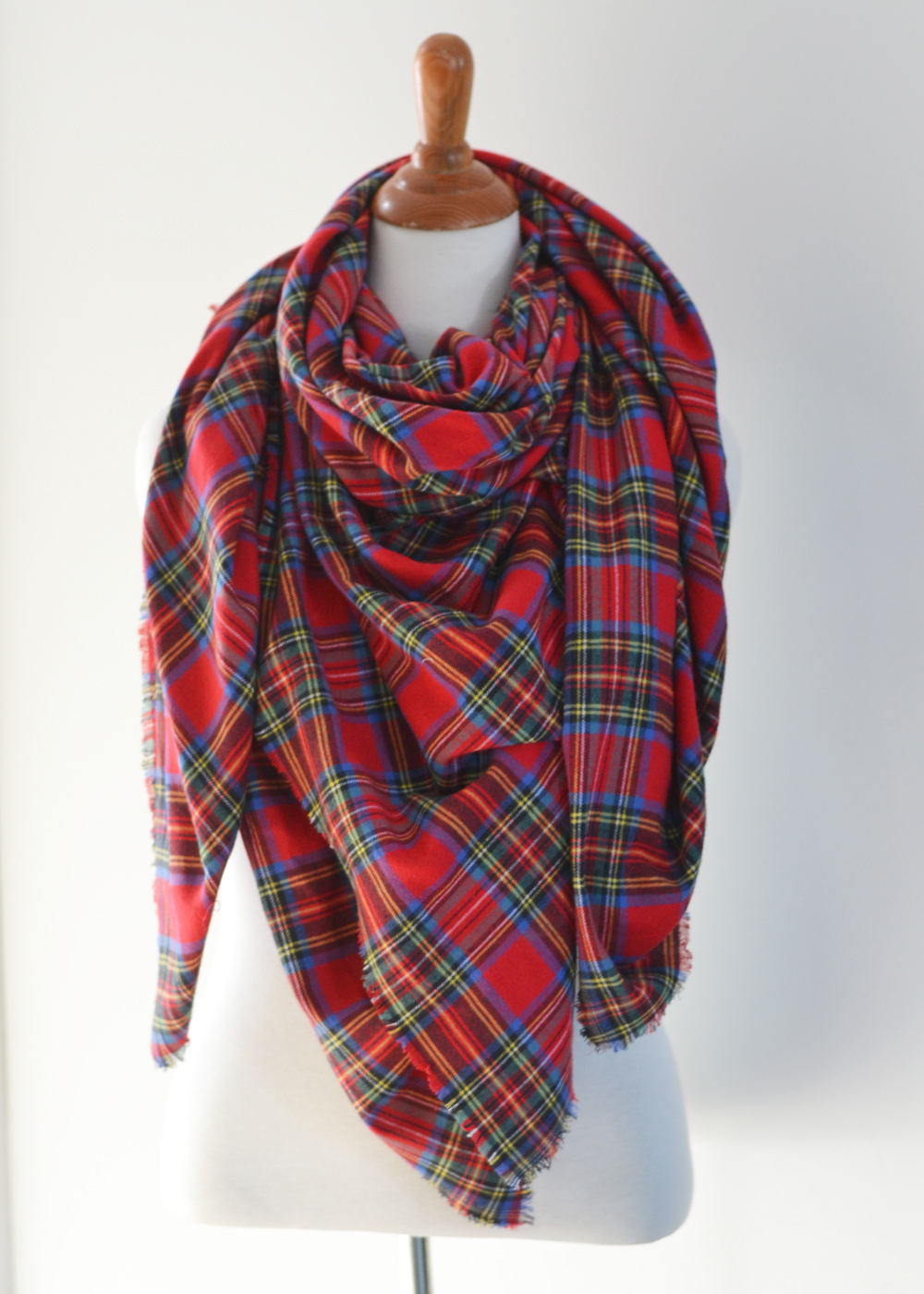 Make An Easy No Sew Diy Plaid Blanket Scarf The Diy Mommy