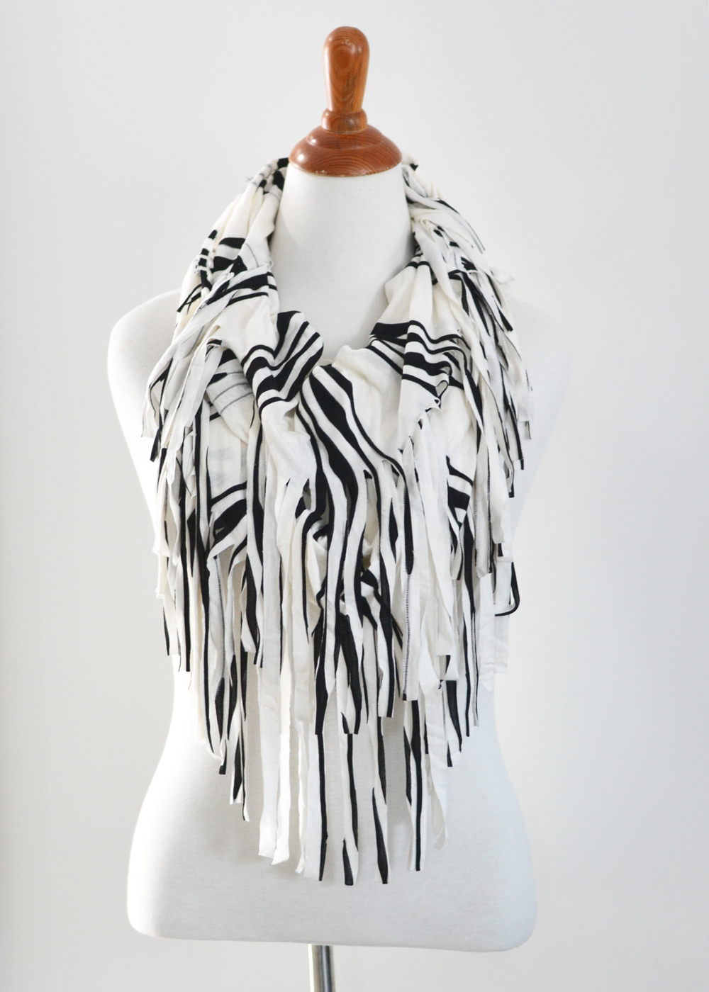 Make An Easy Fringed Infinity Scarf The Diy Mommy