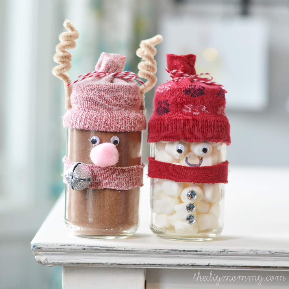 Make Hot Chocolate Reindeer and Snowman Jar Gifts – A Kid\'s Craft