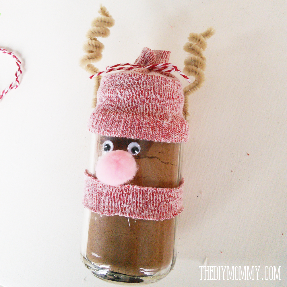 Hot Chocolate Reindeer and Marshmallow Snowman from recycled baby food jars and socks. So easy and a cute Christmas gift and kid's craft!