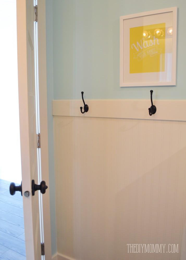 A Diy Beadboard Hook Wall In The Kids Bathroom The Diy Mommy
