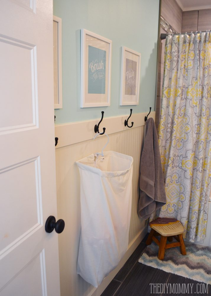 A Diy Beadboard Hook Wall In The Kids Bathroom The Diy Mommy
