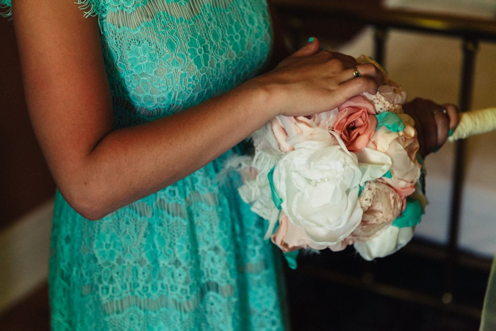 How to make this absolutely gorgeous, realistic looking DIY bridal bouquet made out of handmade fabric flowers, brooches, keys and pins.