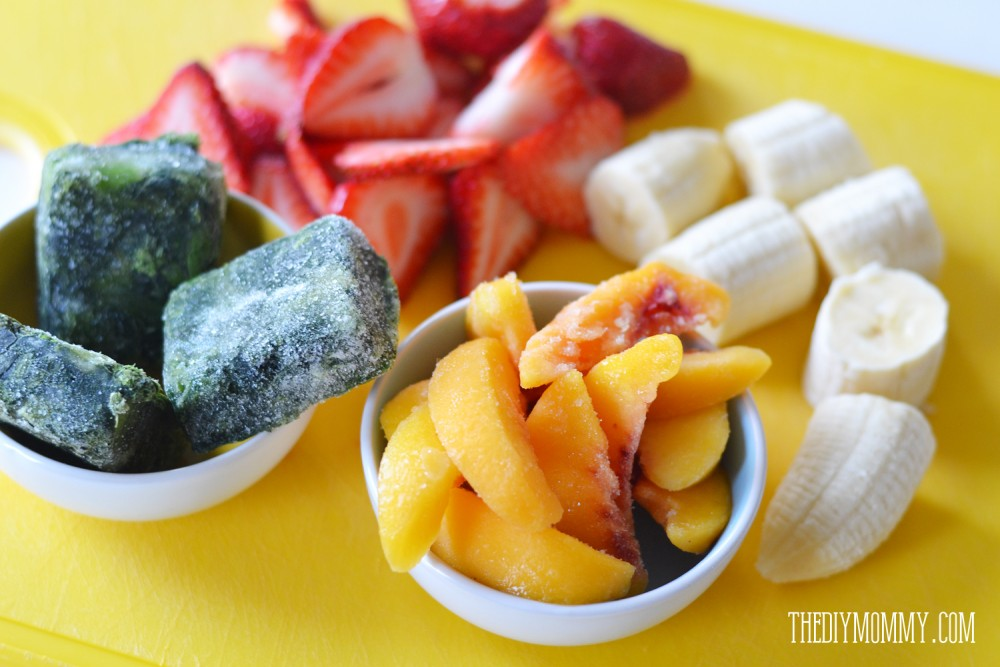 How to make pre-frozen smoothie packs for easy snacks + a good green smoothie recipe!