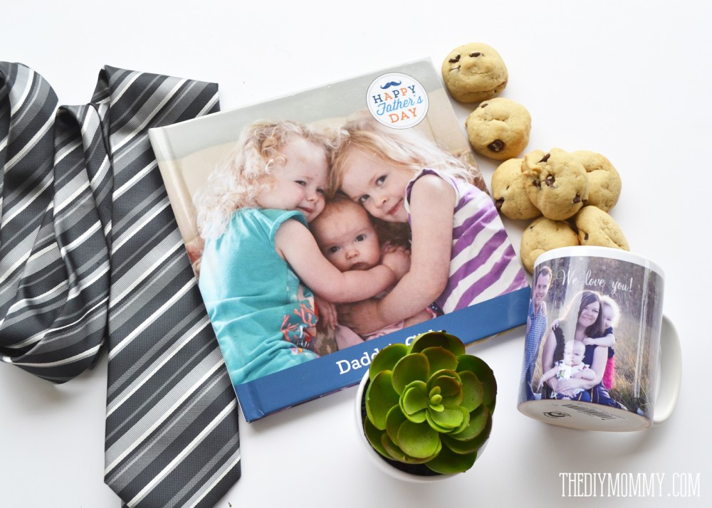 An adorable Father's Day gift idea: a photo book with pages the kids can fill in + a custom mug full of his favourite treats!