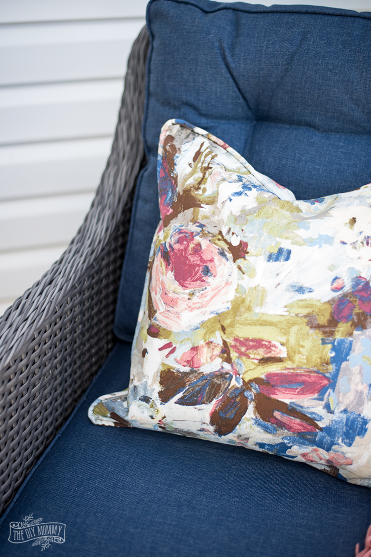 How to sew a piped and zippered pillow cover - great video tutorial!