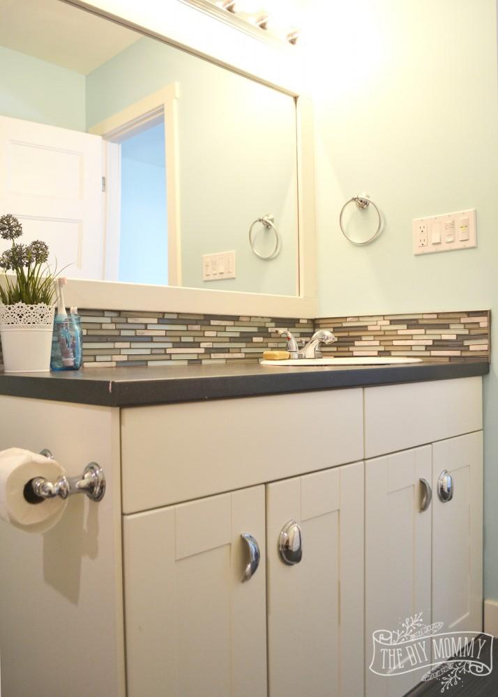 Yellow, gray and aqua kids bathroom design with great DIY ideas!