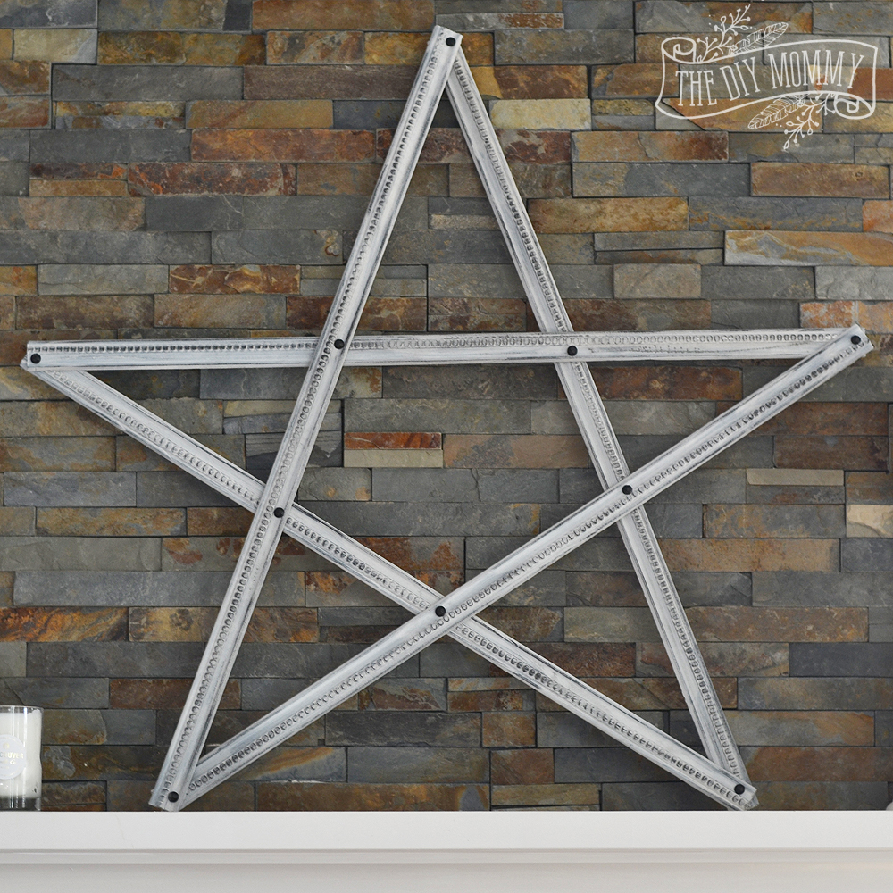 make a christmas star decoration from pieces of trim