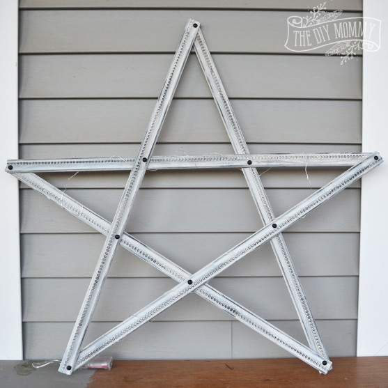 Make a Christmas Star Decoration from Pieces of Trim | The DIY Mommy
