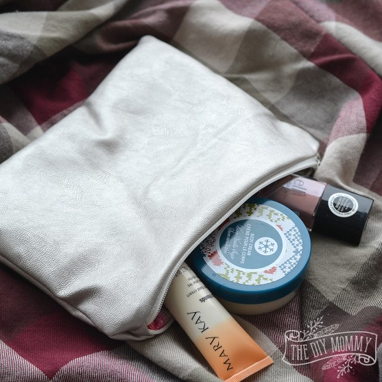 How to make an easy DIY metallic pouch - makes a great gift!