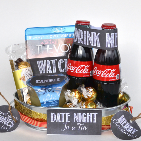 A Gift In A Tin: Date Night in a Tin. Ideas on what to include + free printables! A great Christmas or anytime gift. www.thediymommy.com