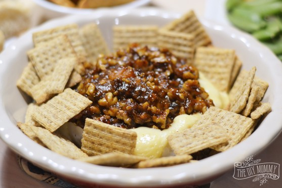 Easy baked brie recipe with walnuts, apricot jam & balsamic vinegar.