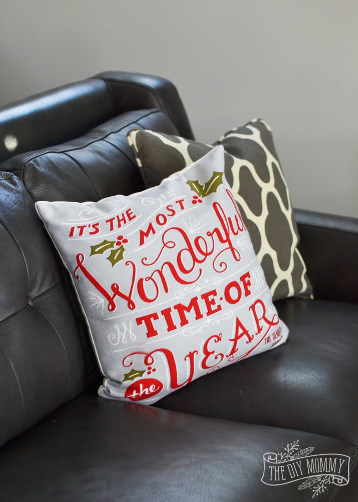 Personalized Christmas pillows from Tiny Prints - thediymommy.com