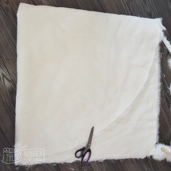 How to make a DIY no sew faux fur Christmas tree skirt