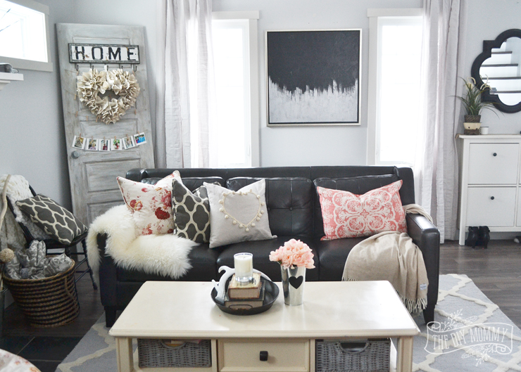 Black, white and blush pink Valentine's Day living room decor ideas