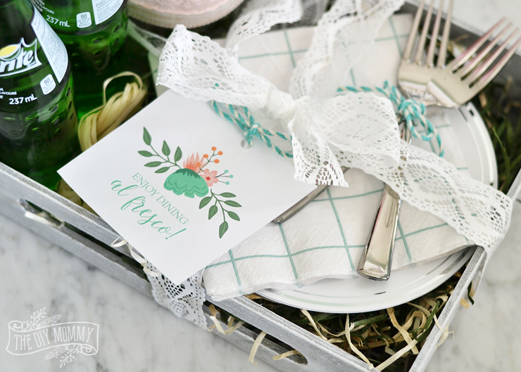 A DIY al fresco floral gift box - perfect Mother's Day gift!