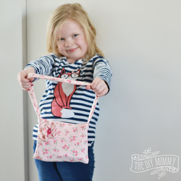 How to sew an easy fabric purse + tips on teaching kids to sew! (video)