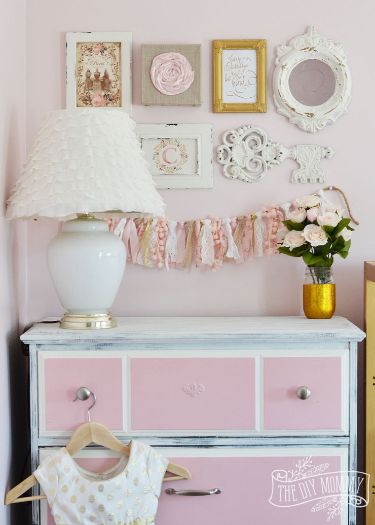 A thrifted shabby chic gallery wall and lamp makeover - Photo decoration on wall ...