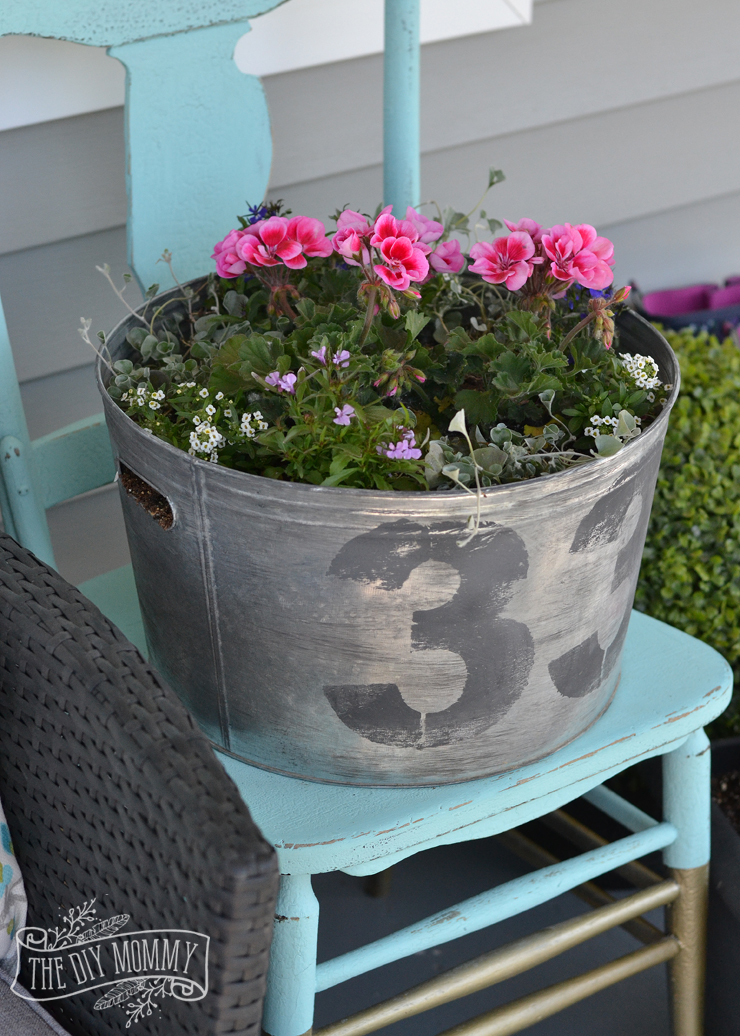 How to make a faux vintage galvanized planter from a new galvanized bucket for a farmhouse style porch or patio