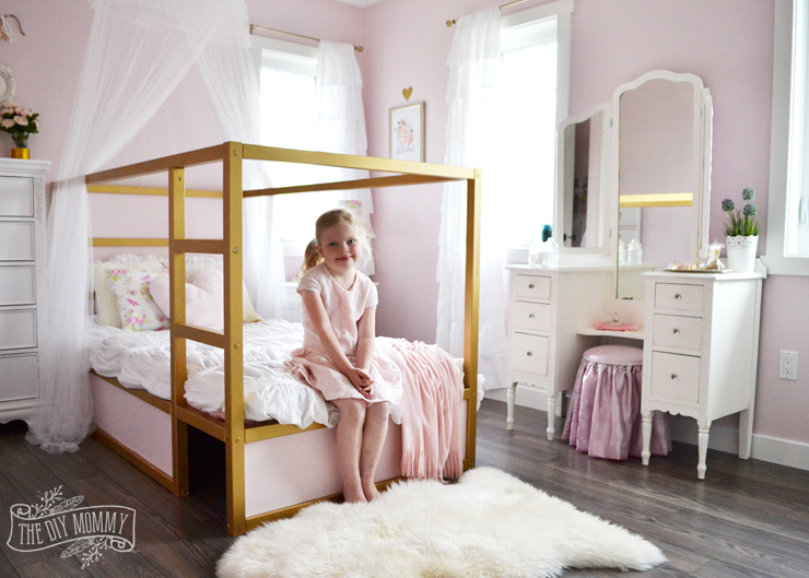 Delicieux A Shabby Chic Glam Girls Bedroom Design Idea In Blush Pink, White And Gold  With