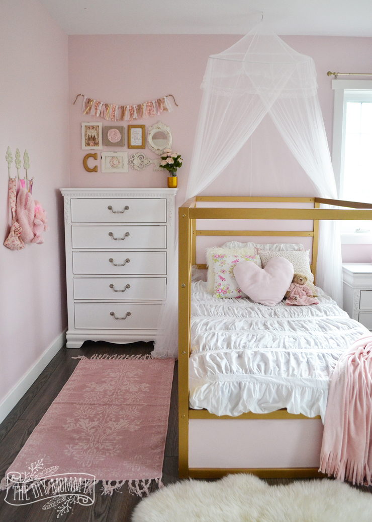 A shabby chic glam girls bedroom design idea in blush pink, white and gold with tons of DIY and kids bedroom organization ideas