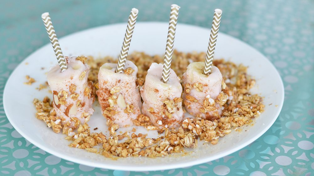 How to make frozen banana pops for a healthy snack - video