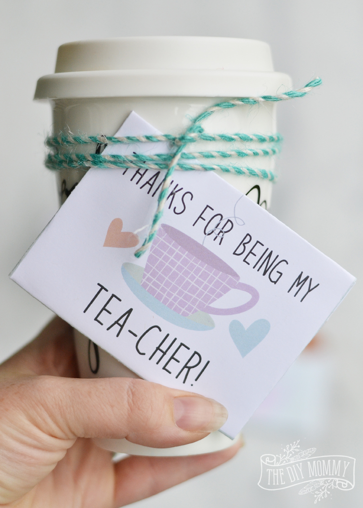 Free printable tea or coffee gift card holder - fill with a gift card and tie to a coffee cup filled with candy. Easy and cute teacher's gift!