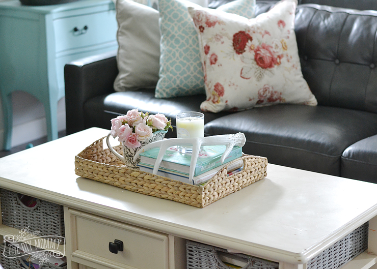 Easy formula on how to style a pretty coffee table