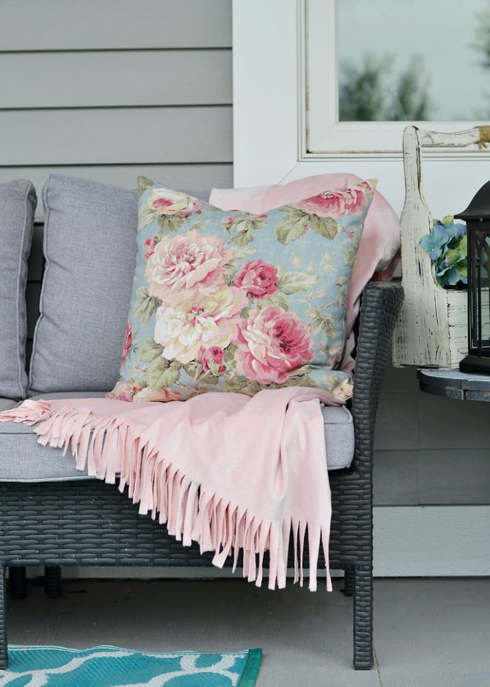 How To Make A No Sew Throw Blanket Tip Tuesday