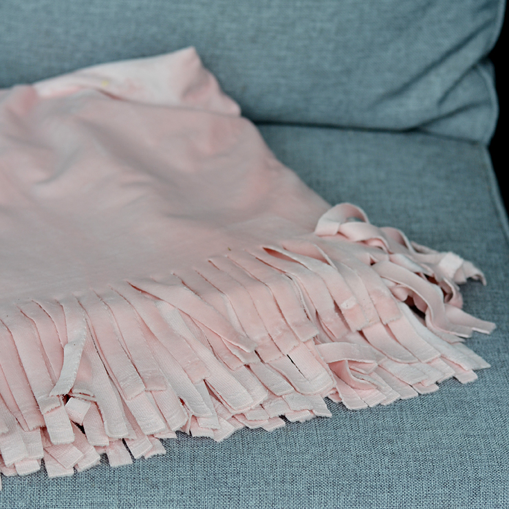 DIY No Sew Throw Blanket