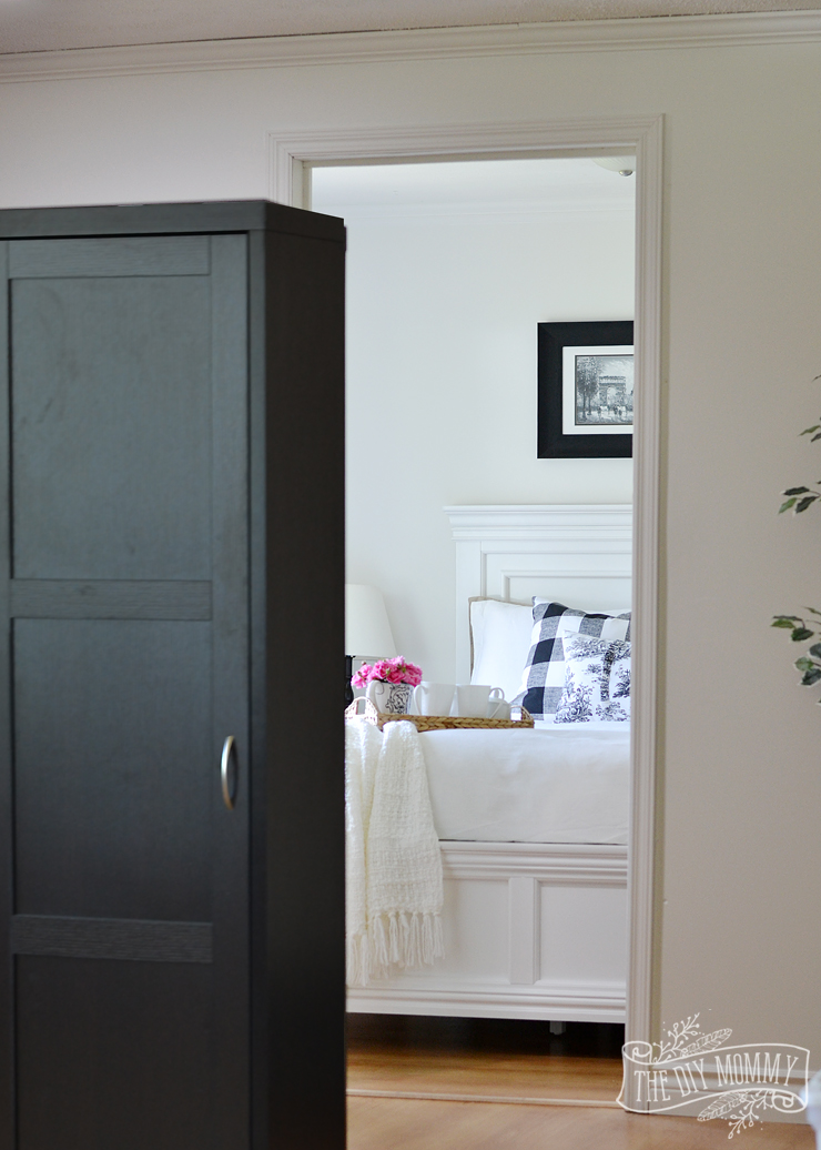 Our Guest Cottage Bedroom A Small Space On A Budget In Black Amp White The Diy Mommy