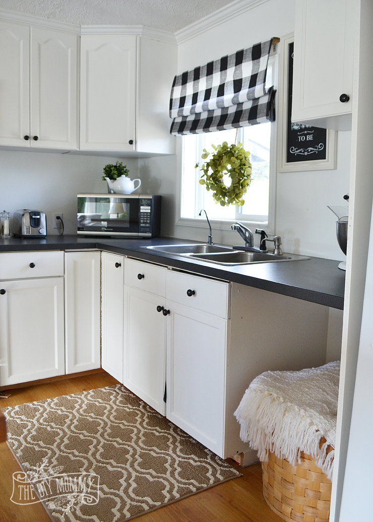 A budget friendly, black and white country cottage farmhouse kitchen
