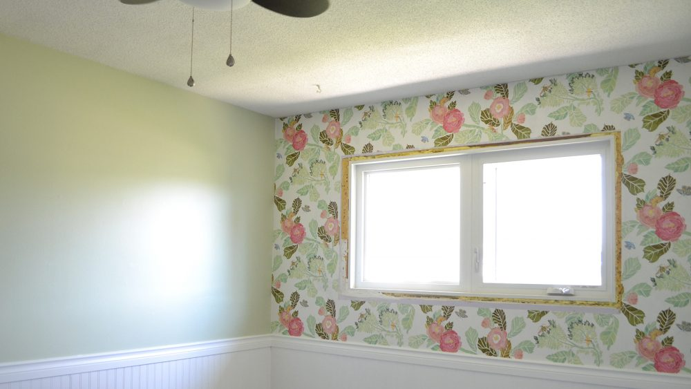 How to hang wallpaper - video tutorial